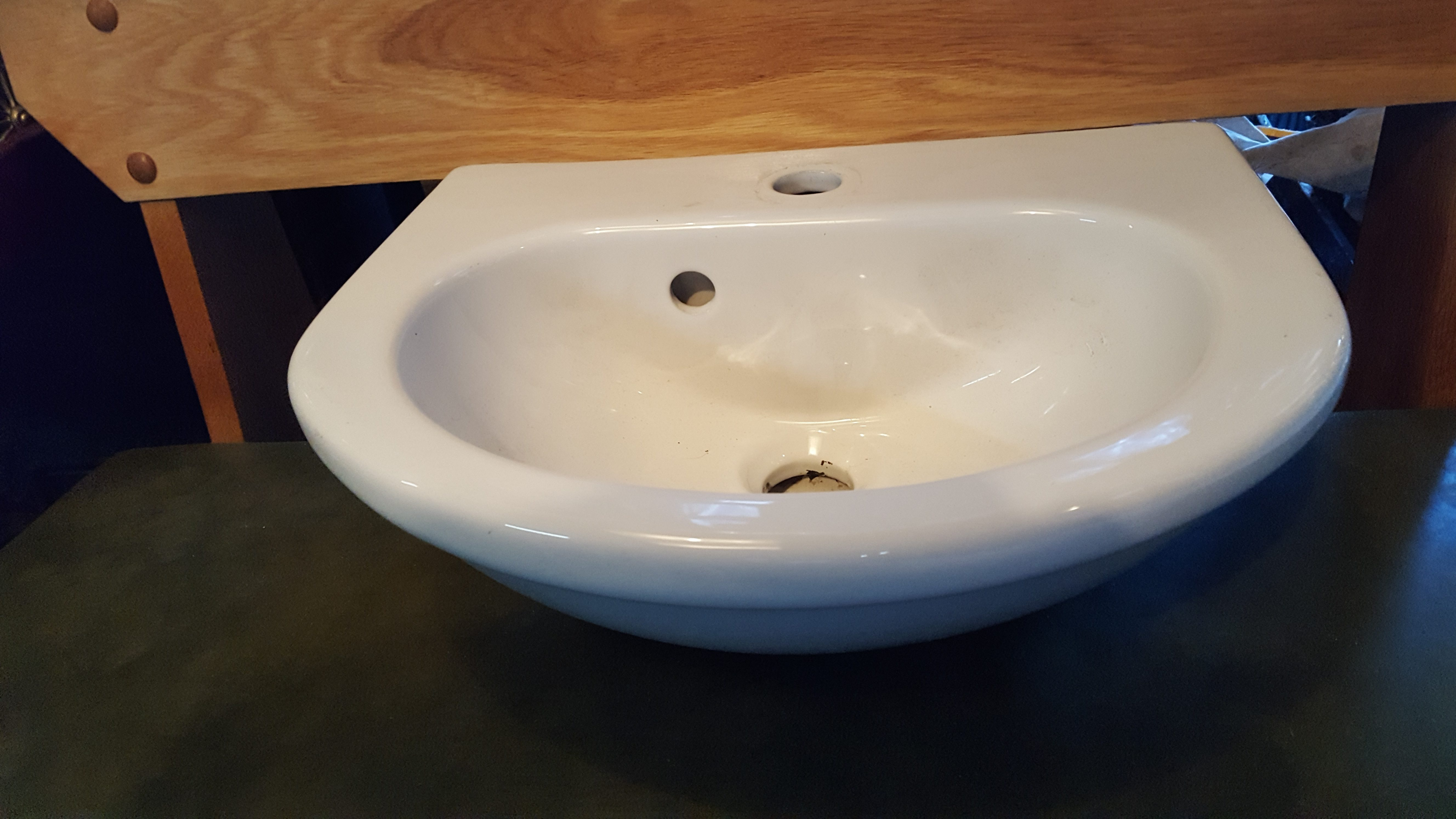 Small china bathroom sink a and d reclaim for Bathrooms in china