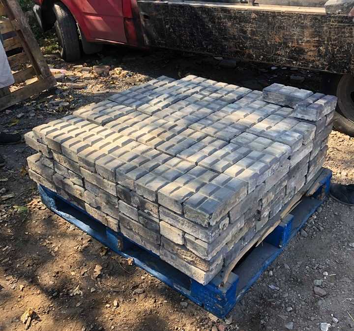 Reclaimed Vintage Staffordshire Blue Stable Block Paving Bricks